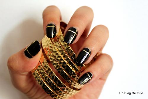 un blog de fille nail art black and gold au striping tape. Black Bedroom Furniture Sets. Home Design Ideas