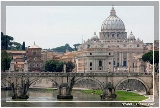 St. Peter's Basilica (Basilica di San Pietro) - Top 7 Best Places to Travel in Rome, Italy at Least Once