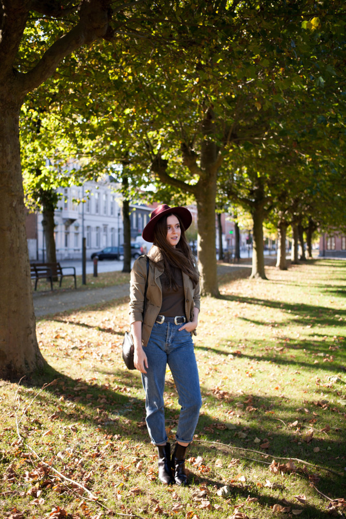 Outfit: wide brim hat, military jacket and mom jeans
