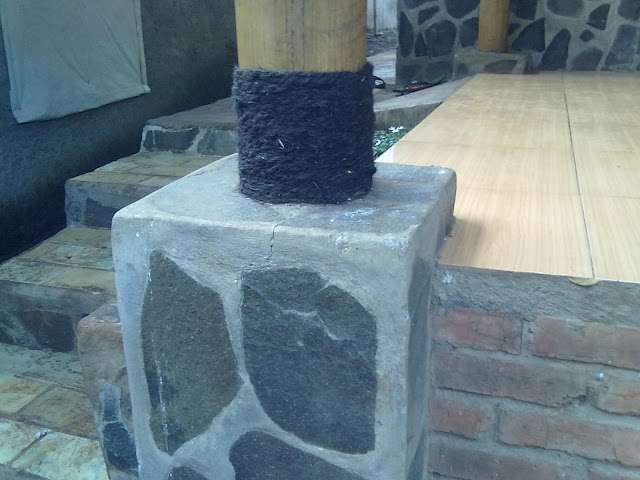 pilar rumah adat betawi