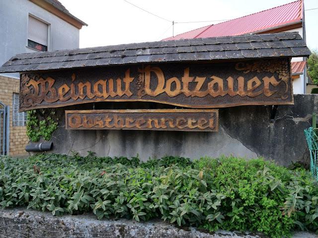 Weingut und Brennerei Dotzauer.