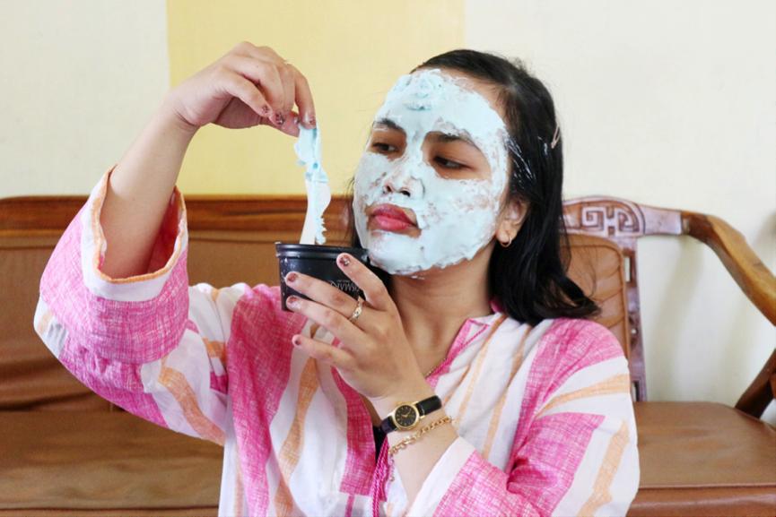 Campur Perlahan Dengan Spatula Dalam Waktu  Detik Oleskan Produk Ke Wajah Dengan Spatula Tanpa Menekan Jangan Diamkan Masker Yang