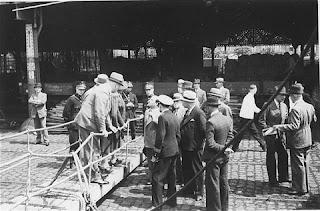 El capitán Schroder negocia con las autoridades de Bélgica