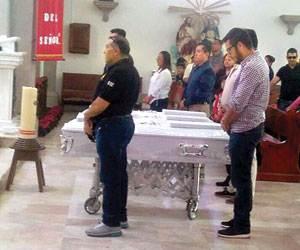 Sepultan a las niñas asesinadas por su madre en Morelia