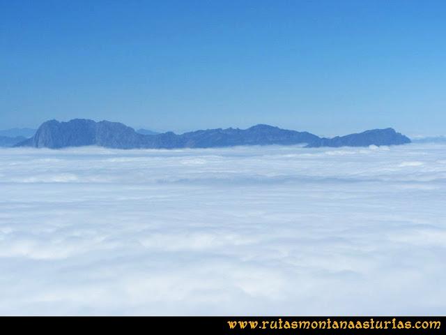 Mirador de Ordiales y Cotalba: Vista del Tiatordos, Campigueños y Llambria desde el Mirador de Ordiales
