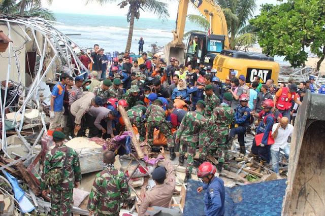 103 Prajurit Yonzipur 9 Kostrad Kembali Bersihkan Puing-Puing Akibat Tsunami di Pandeglang
