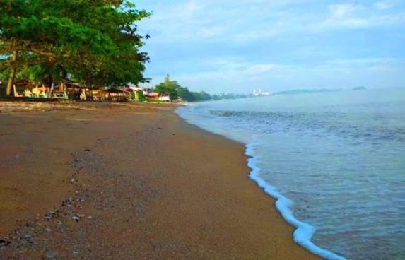chalet pantai suria pengkalan balak pasir pantai