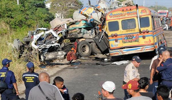 Intentan linchar al cadáver del chofer del autobús de Güigüe