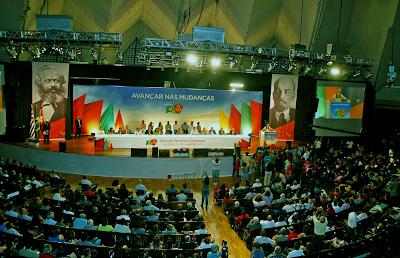http://emanuelnunessilva.blogspot.com.br/2013/11/por-que-no-brasil-o-comunismo-pode-e-o.html