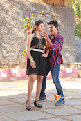 Vasthunadu Movie Stills-thumbnail-8