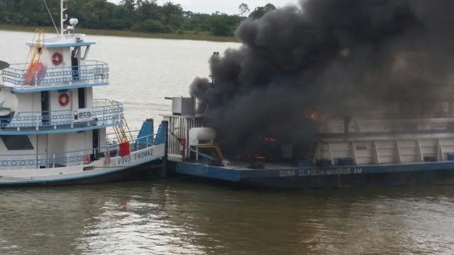 Balsa pega fogo em Frente a cidade de Oriximiná e Policia Militar mais uma vez esteve no local