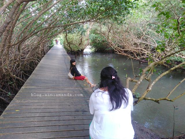 Jalan-jalan di Hutan Mangrove Bali