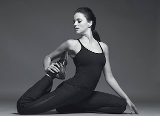 Yana Gupta Yoga Pose.jpg