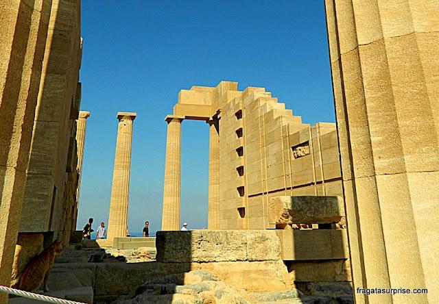 Mesa de oferendas do Templo de Atena, na Acrópole de Lindos, na Ilha de Rodes