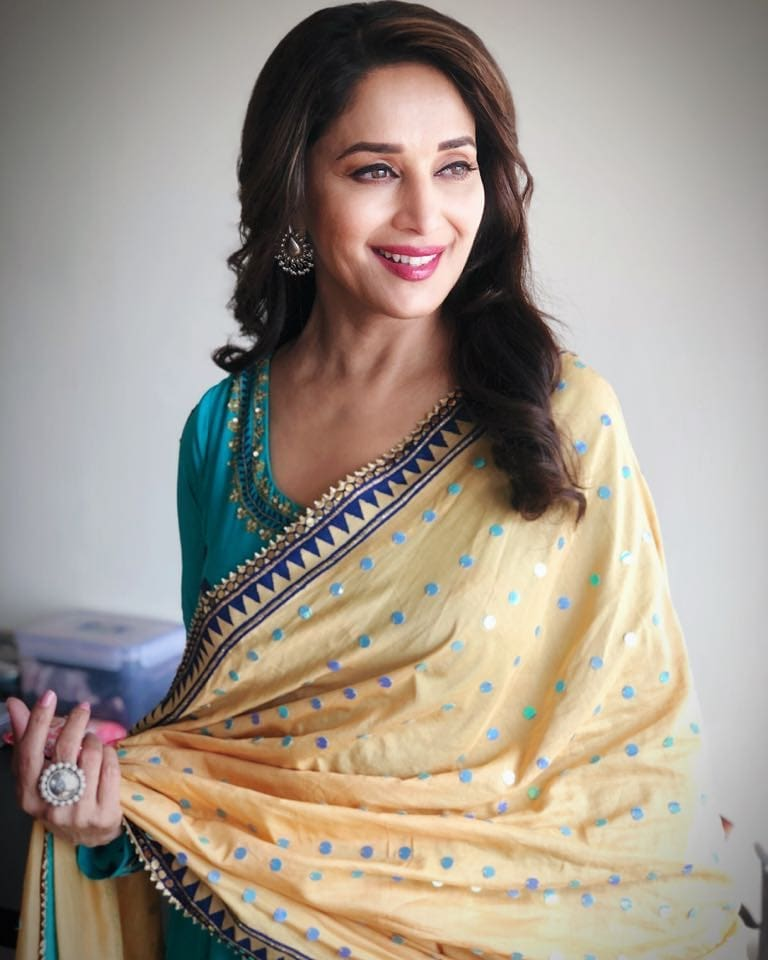 Madhuri Dixit Photo | Madhuri Dixit Pic - HD Actress Photo