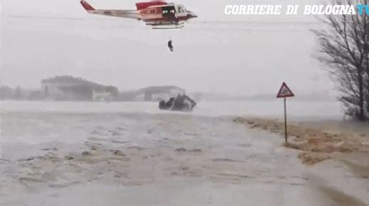 Bad weather in Italy, 280 people evacuated, six policemen injured