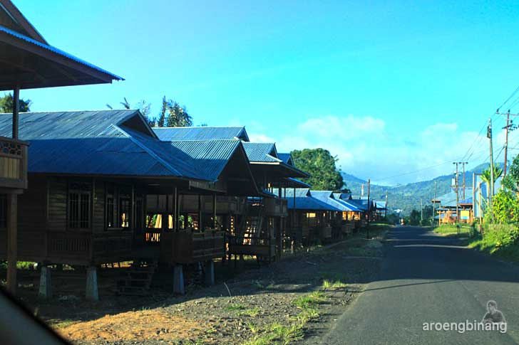 rumah kayu woloan tomohon