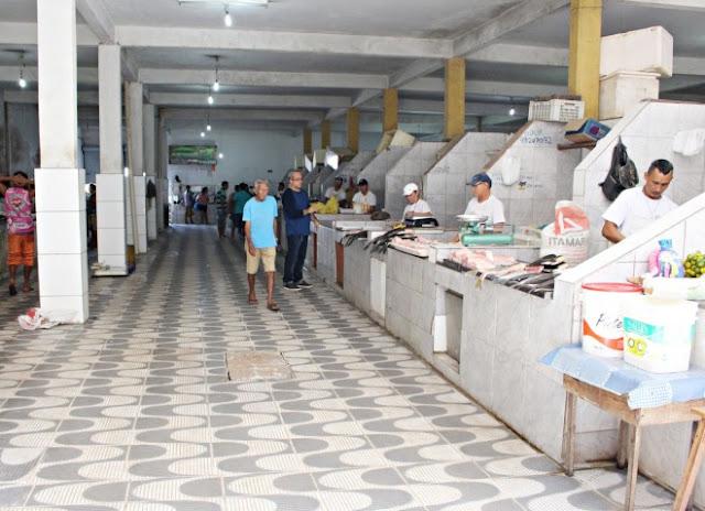 Melhoria no piso beneficia setor de peixes do Mercadão 2000
