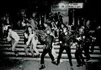 Confronto com a polícia na revolta de stonewall