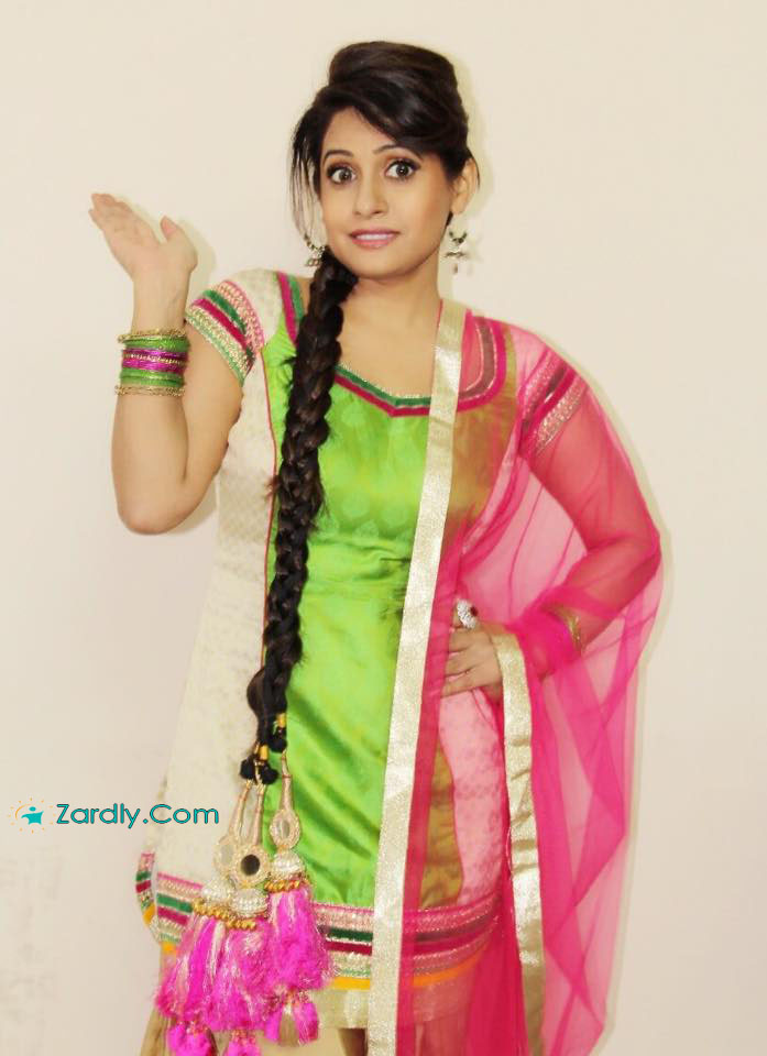 Singer Miss Pooja Sexy Latest Wallpapers And Pictures-4570