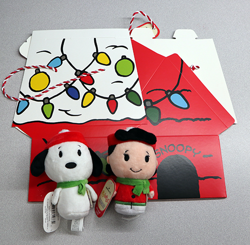 itty bittys Snoopy and Lucy, Peanuts Snoppy's Dog House #lovehallmarkca #myhallmark