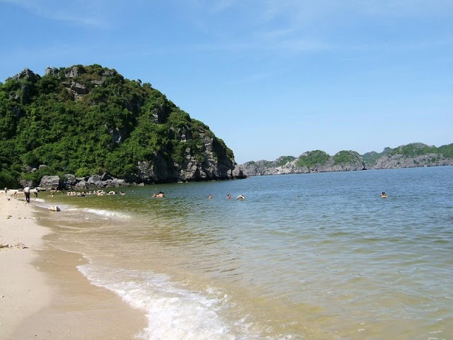 Top 9 most beautiful beaches in Halong Bay 2