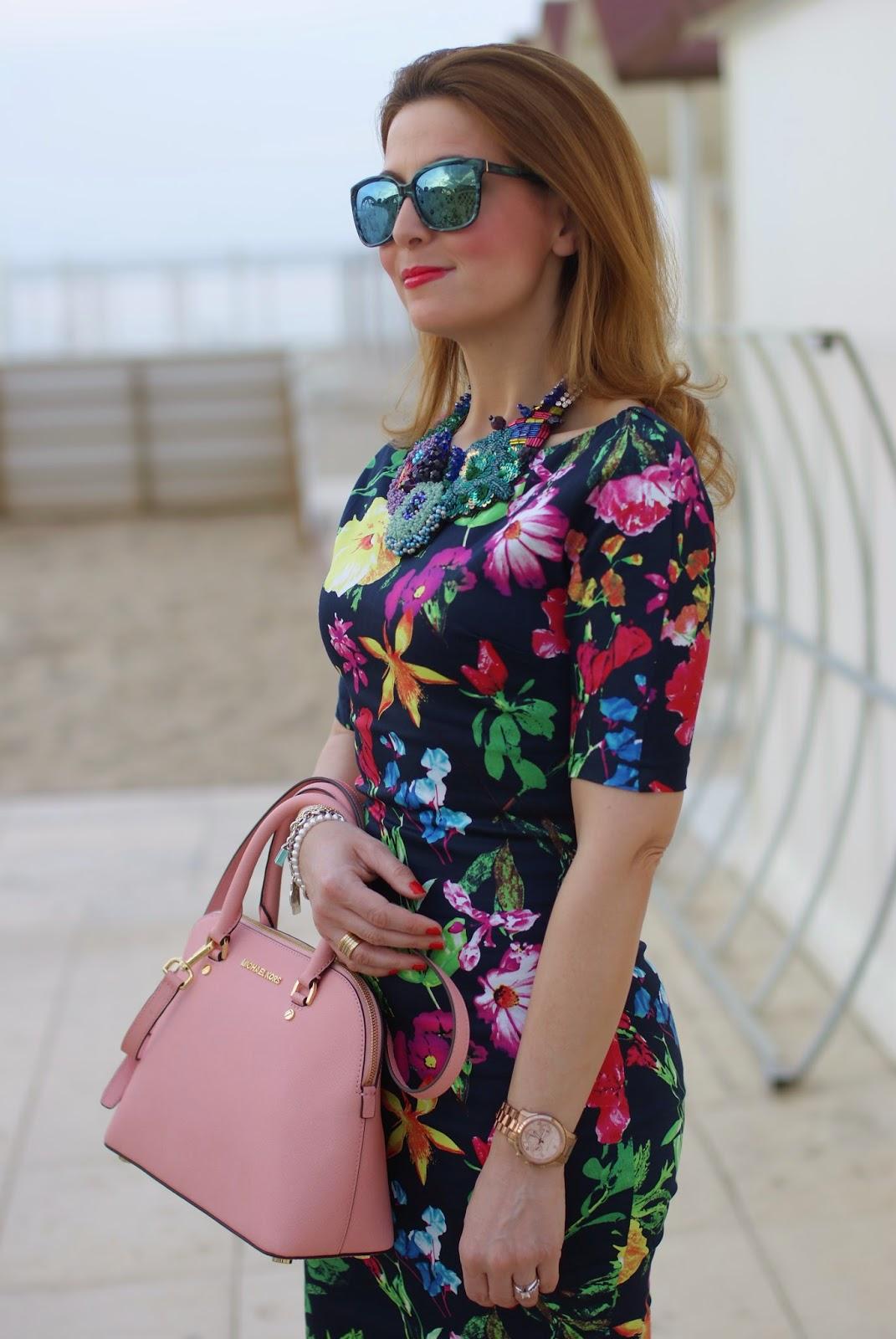 Le ragazze 60s CREMOSO Chiffon Bianco Stampa Floreale Farfalla Collana Trim PARTY Dresss