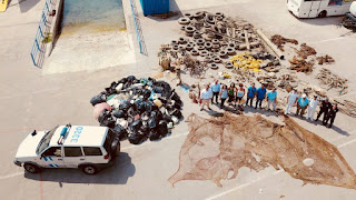 Απίστευτες φωτογραφίες: Καθάρισαν τις ακτές του Πόρου - Δείτε τι «ξέβρασε» ο βυθός!