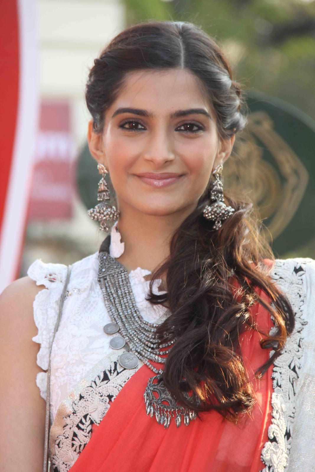 Sonam Kapoor Hot Saree Stills  Telugu Mp3 Songs-8585