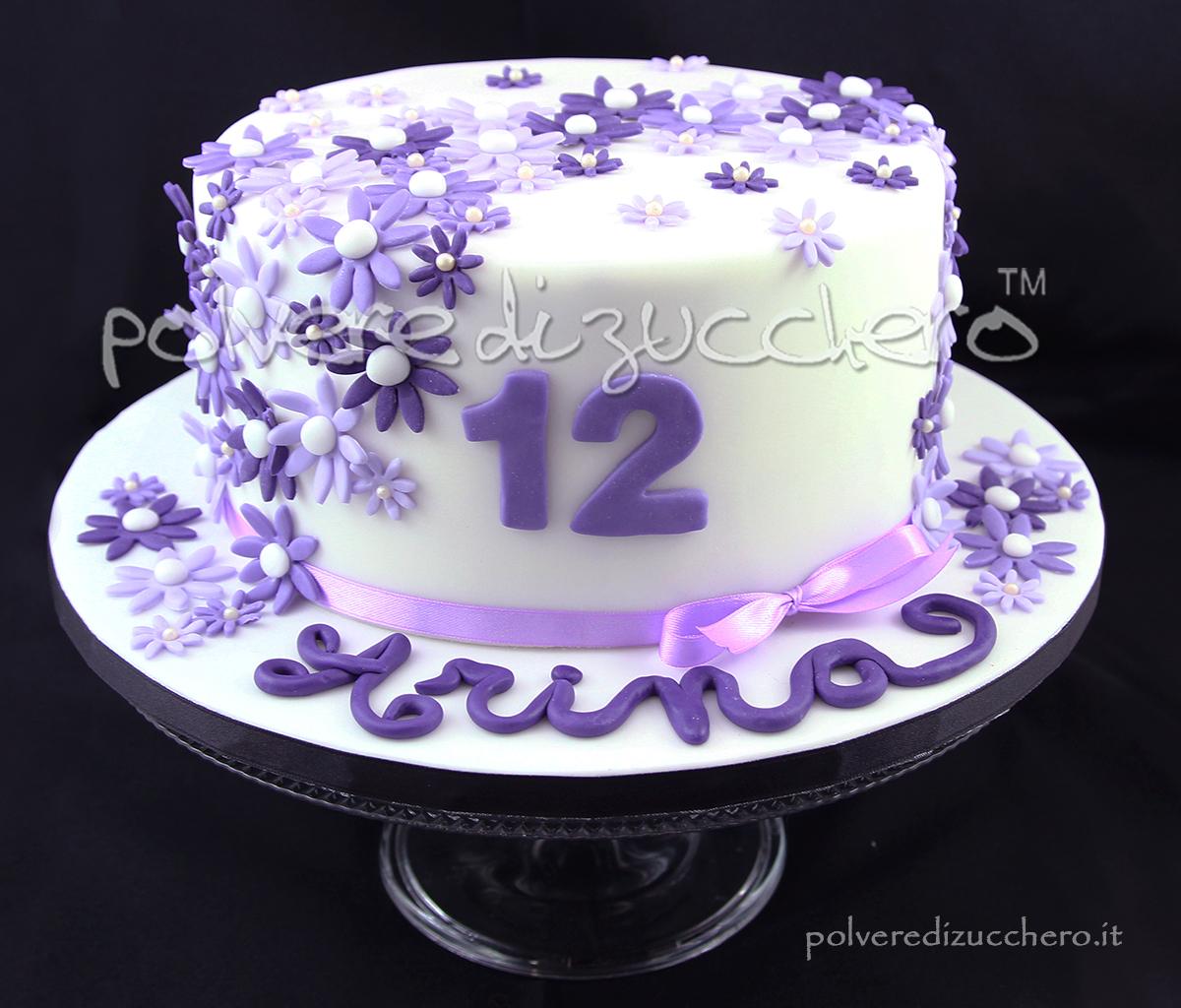 torta compleanno adolescente fiorellini lilla viola pasta di zucchero cake design polvere di zucchero