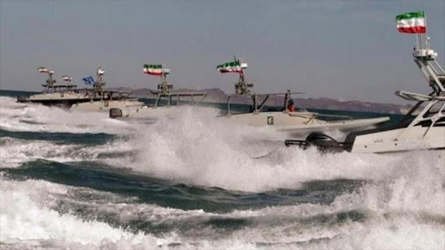 """""""Destructor de EEUU cambia de rumbo para esquivar a lancha iraní"""""""