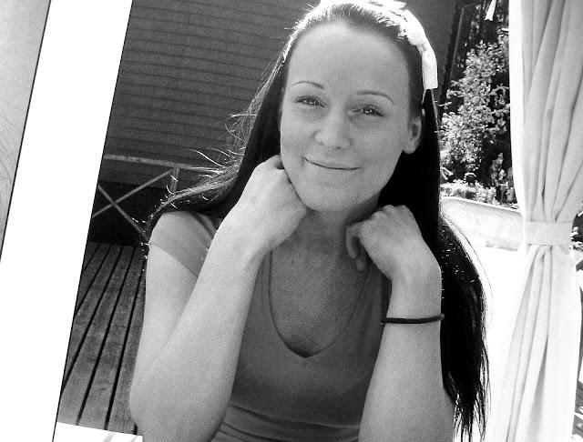 hymyilevä tyttö, valokuva
