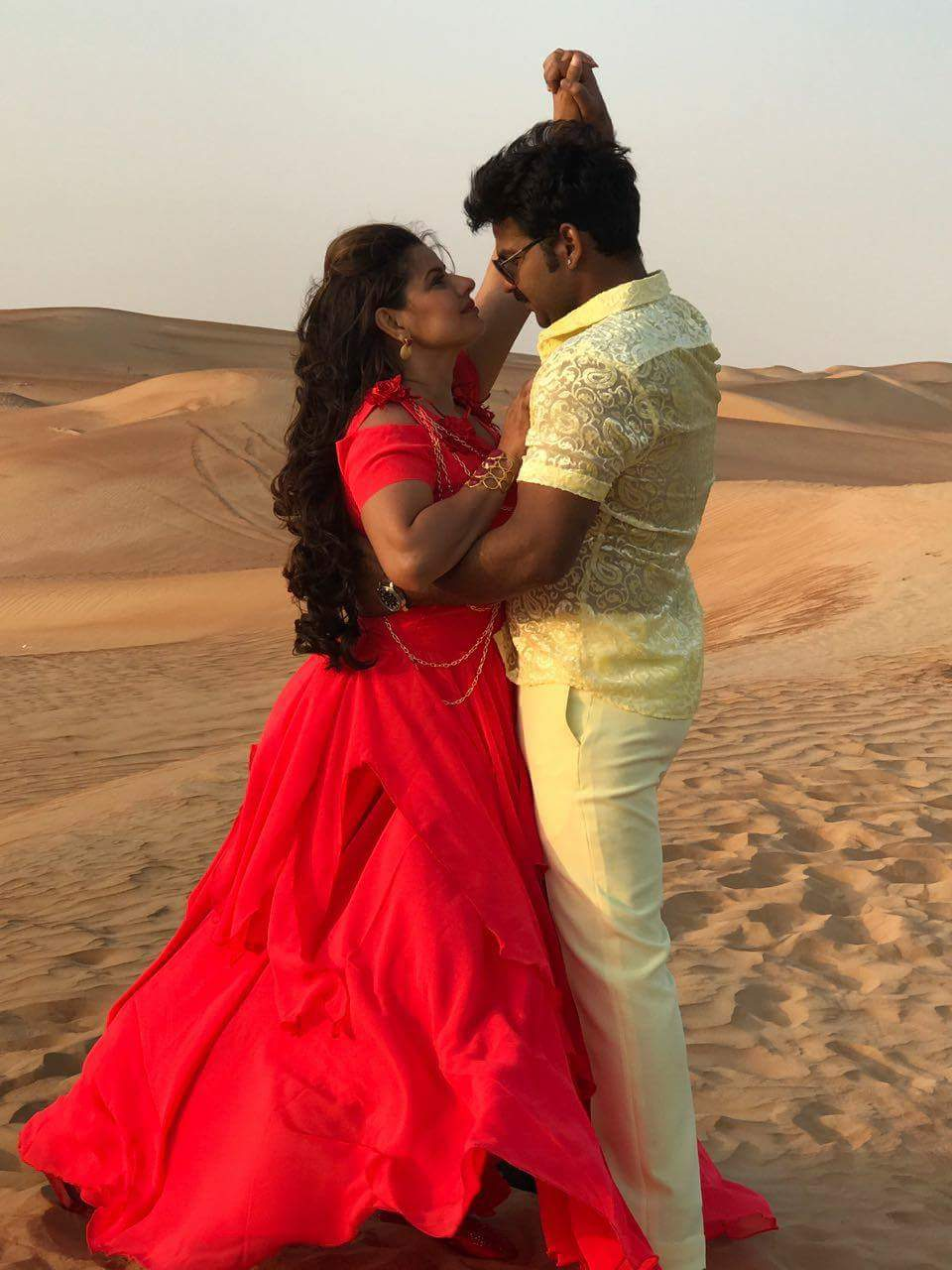 Madhu Sharma and Pawan Singh Shooting stills of Bhojpuri Movie Challenge