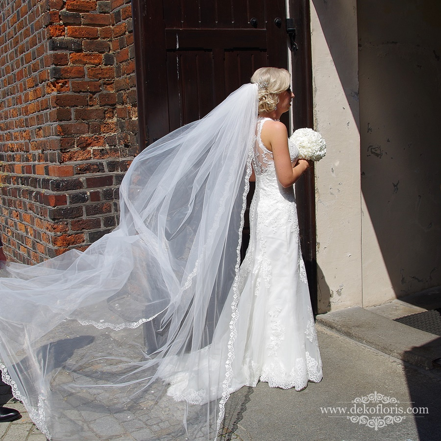 Bukiet ślubny białe goździki opolskie