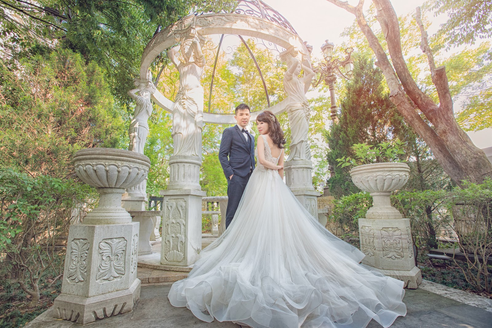 [老英格蘭婚紗] 台北婚紗推薦 內自助婚紗 歐洲巴黎風格 香港新人 布拉格遊玩 城堡婚紗 白雪公主 超值婚紗 ptt結婚版
