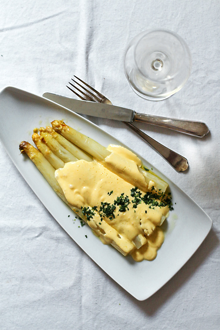 Rezept für perfekte Hollandaise zum weißen Spargel mit passender Weinempfehlung {Spargelweine unter 10 Euro} | Arthurs Tochter kocht. Der Blog für Food, Wine, Travel & Love