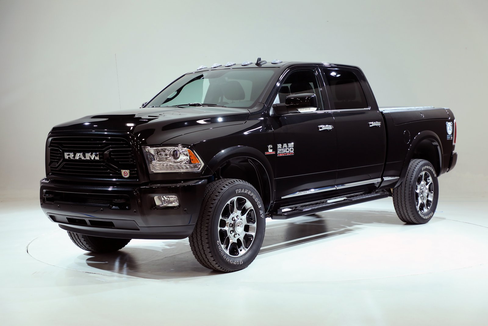 hold your horses it 39 s the new ram 2500 kentucky derby edition with 385hp diesel carscoops. Black Bedroom Furniture Sets. Home Design Ideas