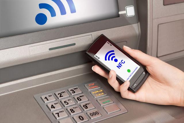 Клиенты Сбербанка смогут снимать деньги в банкоматах с помощью гаджетов
