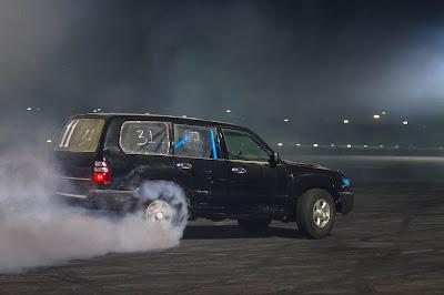 Drifting SUV in Qatar - the hobby of 'hajwalah!'