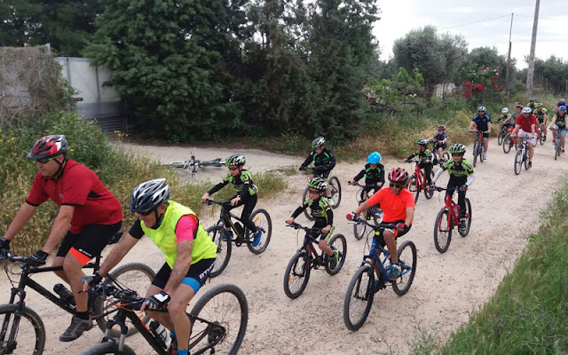Un momento de la ruta ciclista en familia. IMAGEN ILLESCAS COMUNICACIÓN
