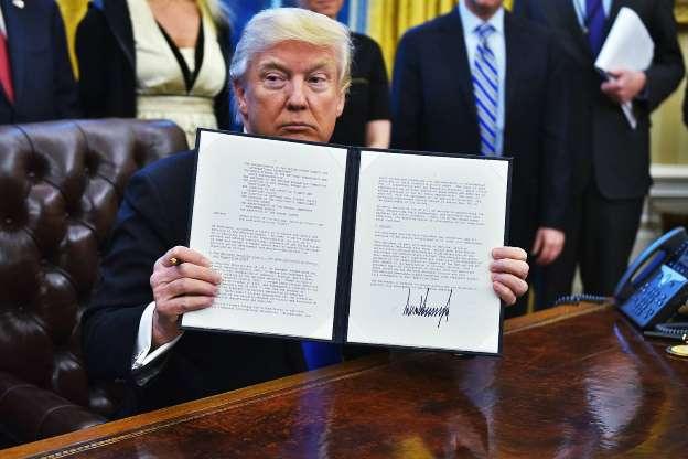 Trump defende veto a imigrantes e diz que Europa virou 'bagunça'