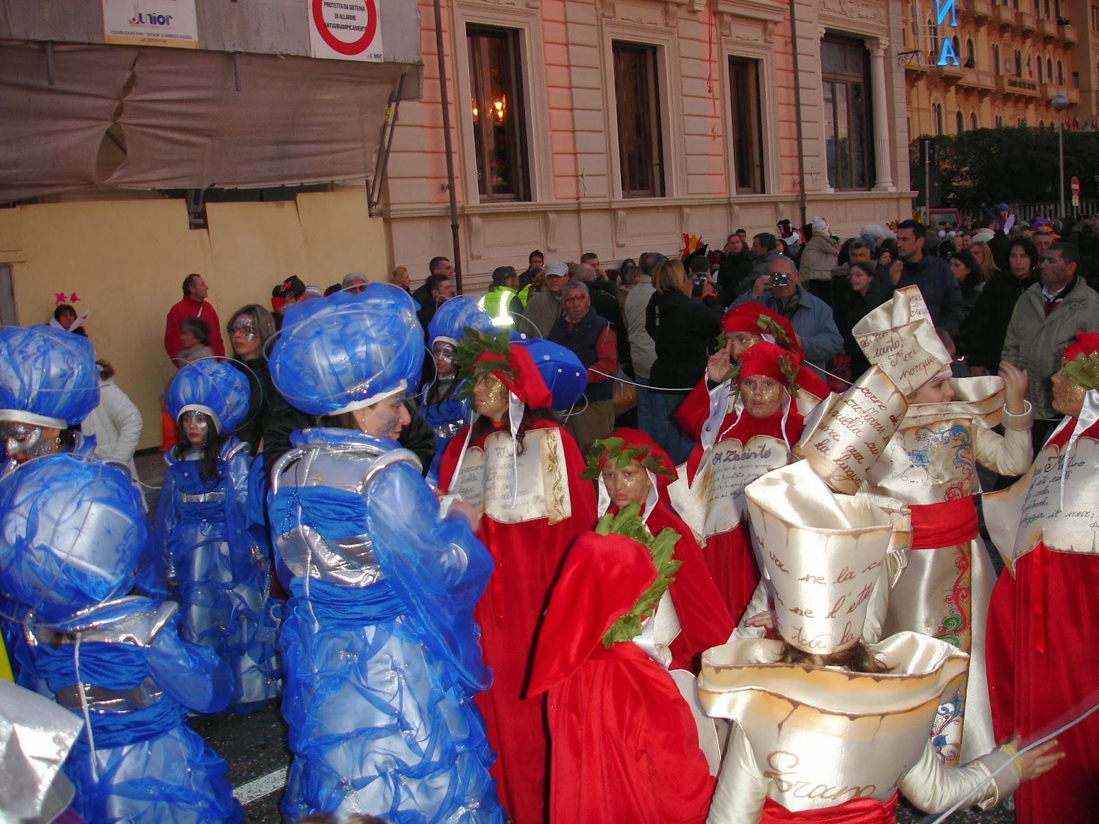 I mille colori del Carnevale di Viareggio, la sfilata dei carri più famosa d'Italia