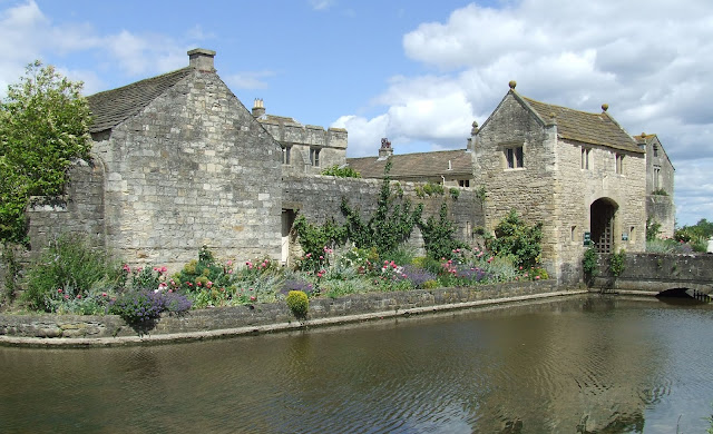 Linda Acaster: #Research: Medieval Markenfield Hall