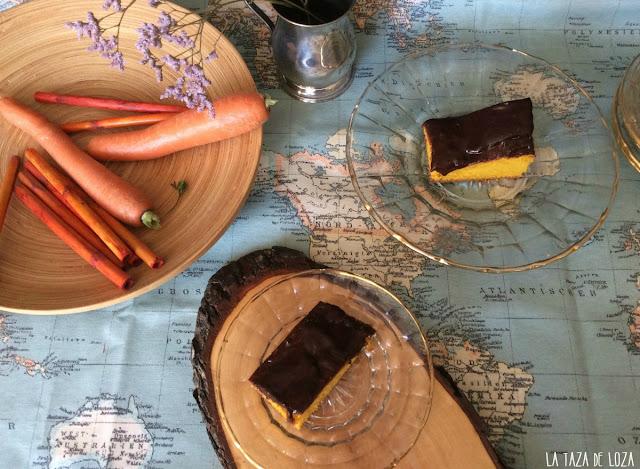 trozos-de-tarta-de-zanahorias-con-cobertura-de-chocolate