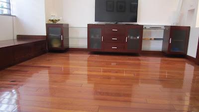 Sàn gỗ giáng hương tự nhiên và biện pháp giữ gìn sàn gỗ sáng bóng
