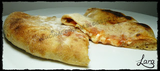 http://cucinaconlara.blogspot.it/2017/09/calzone-come-in-pizzeria.html