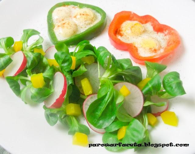 jak zrobić jajko sadzone w papryce
