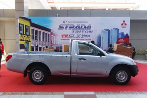 gambar strada triton single cabin 4x2