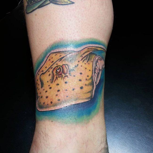 tatuaje de mantarraya para hombre