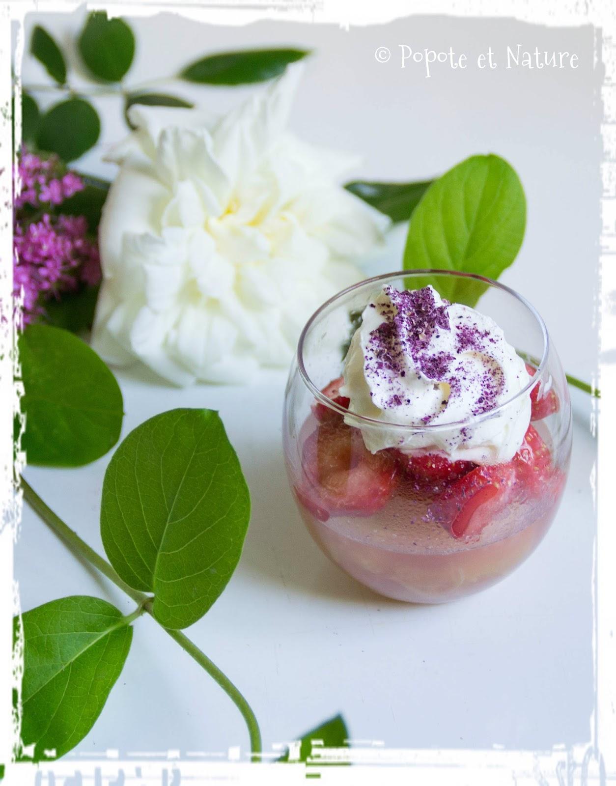 popote et nature verrines de fraises en gel e de rhubarbe et chantilly gourmande la rose de damas. Black Bedroom Furniture Sets. Home Design Ideas